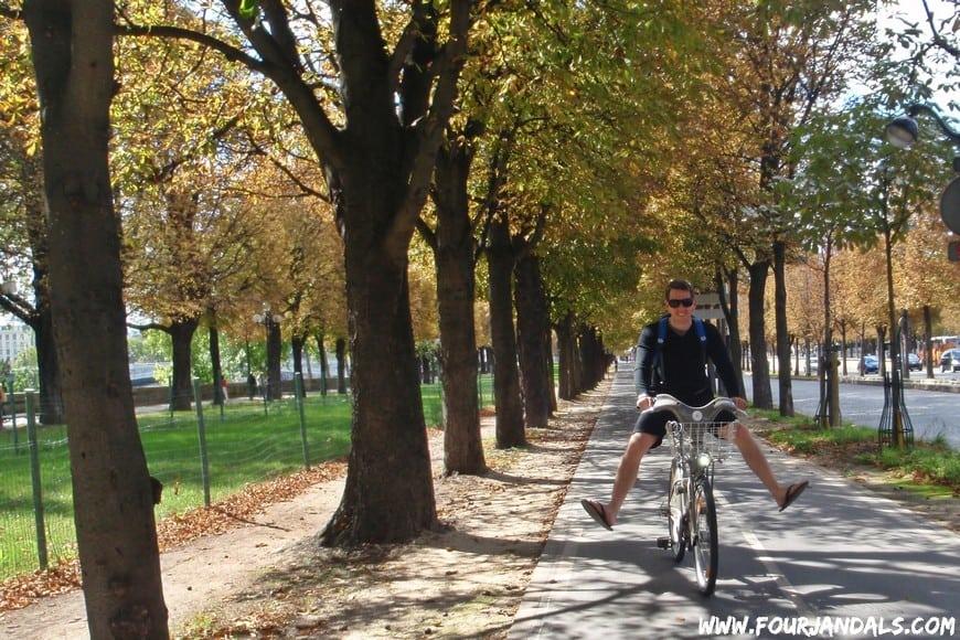 Stay healthy by biking in Paris on the velibs
