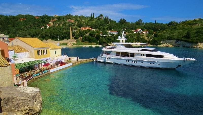 A superyacht in Longos